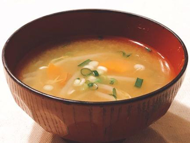 美味しくホッと温まる、まぐろの入ったお味噌汁